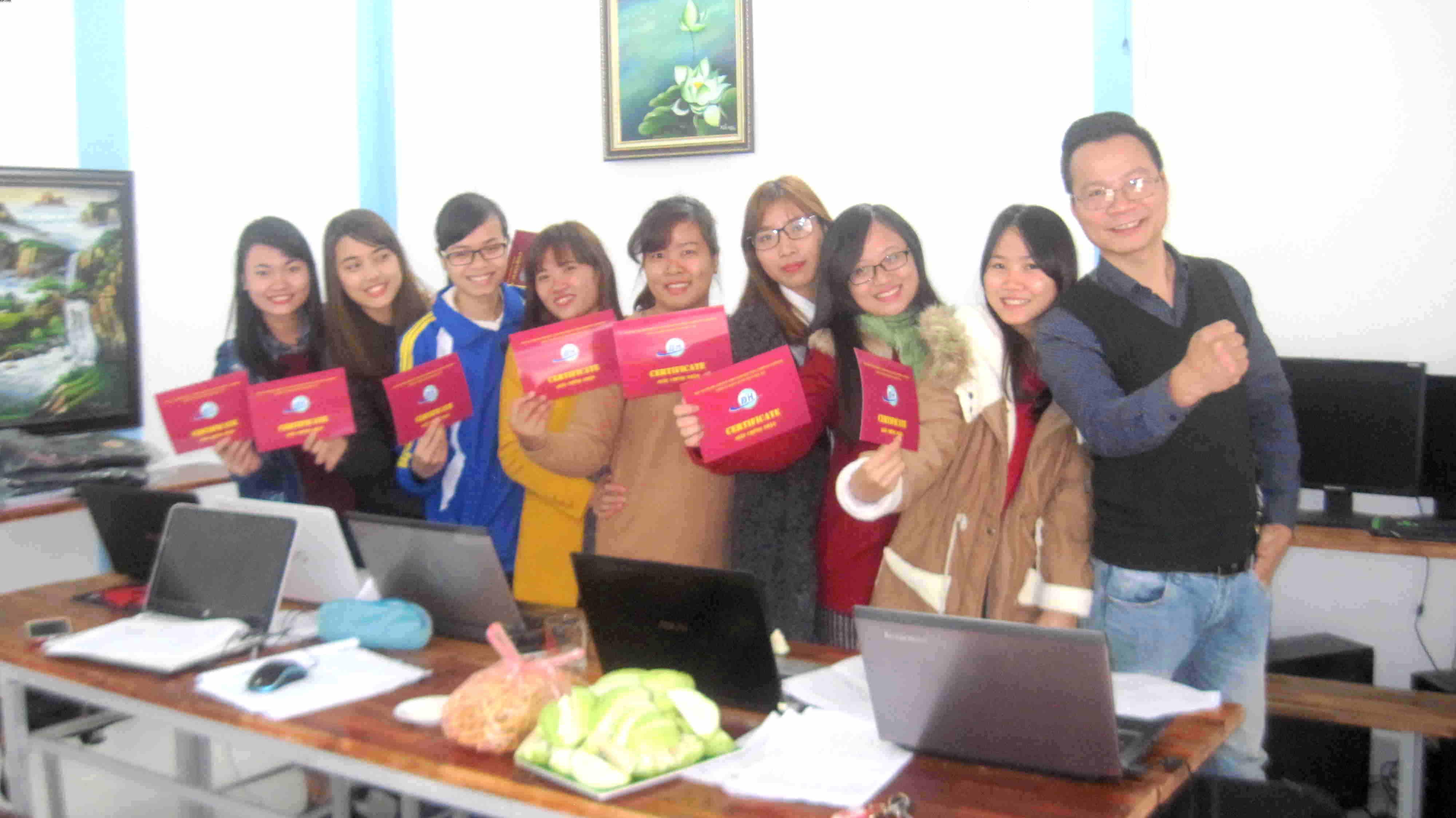 Bế giảng lớp học thực hành kế toán tổng hợp